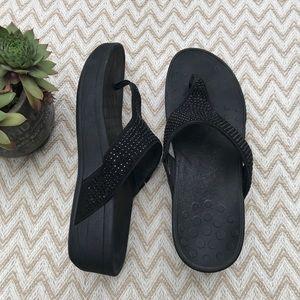 Vionic black sequin Naples thong sandals size 10